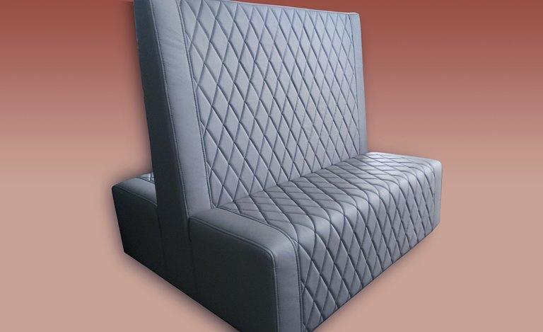 nowoczesna sofa - wyposażenie miejsc publicznych